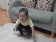 Clip Eva - 2 bé gái Hàn Quốc mặc đồ Hanbok chúc Tết bố mẹ
