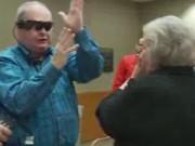 Clip Eva - Xúc động người đàn ông mù nhìn thấy vợ sau 10 năm