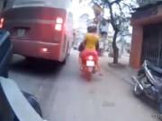 Tin tức - Video: Xe khách đi đường cấm, đón trả khách nguy hiểm