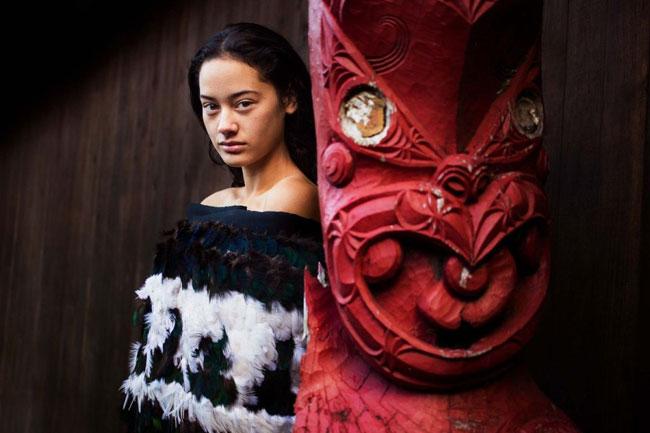 Một người phụ nữ thuộc bộ lạcKichwa vùng rừng rậm nhiệt đới Amazon.Mihaela nhận ra rằng những người phụ nữ ở khắp nơi, không phân biệt chủng tộc, địa vị xã hội, tuổi tác, trang điểm hay không thì họ đều đẹp theo nét riêng của mình. Bởi mỗi chúng ta là một cá thể duy nhất không lẫn với ai trên thế giới này.