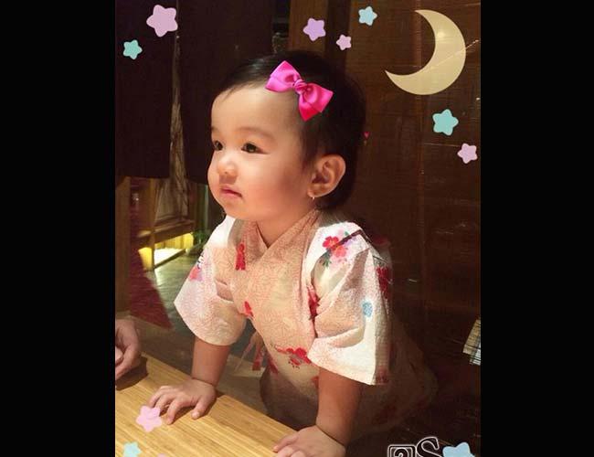 Con gái nhà Jennifer Phạm - bé Na chào đời vào tháng 6/2013. Đến nay cô bé đã được 20 tháng tuổi. Nhiều người nhận xét, con gái Jennifer Phạm vừa được thừa hưởng nét đẹp của bố lại đồng thời có cả vẻ nữ tính, dịu dàng của mẹ.