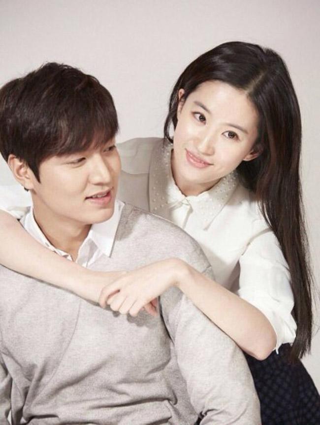 Lưu Diệc Phi và Lee Min Ho cùng chụp hình quảng cáo cho một thương hiệu Trung Quốc. Hai diễn viên hàng đầu hai nước tỏ ra như là hai người bạn thân thiết.