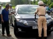 Pháp luật - Tông CSGT văng lên nắp capo, nữ cán bộ sở bị bắt