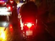 Tin tức - Hai thanh niên đưa người say ngã giữa đường về nhà