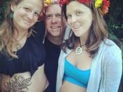 Bà bầu - Lạ lùng: Hai người vợ cùng mang bầu, cùng cho con bú