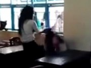 Tin tức - Clip nữ sinh lớp 7 bị đánh dã man bằng ghế nhựa gây phẫn nộ