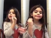 """Làm mẹ - Bé gái Tây Ban Nha dạy trang điểm gây """"sốt"""" vì quá xinh"""