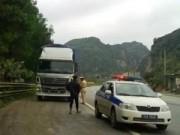 Tin trong nước - Bị thổi phạt, tài xế xe tải tông CSGT, bỏ chạy