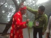 Khách đến Đền Hùng... khổ vì bị thợ ảnh đeo bám