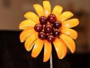 Thực đơn – Công thức - Tỉa hoa hướng dương từ hoa quả cho bé