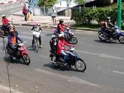 Tin trong nước - Sài Gòn: Sốt trang phục 'độc' chống nắng