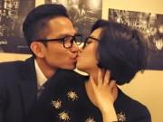 Hậu trường - Vợ chồng Tâm Tít hôn nhau tình cảm ở chốn đông người
