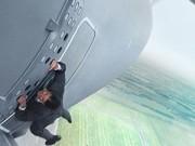 """Xem & Đọc - Tom Cruise đu mình trên cửa máy bay trong """"Nhiệm vụ bất khả thi"""""""