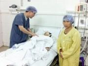 Tin trong nước - Mẹ ngồi trò chuyện bên giường bệnh con gái sống mà như chết