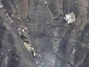 Tin quốc tế - Những hình ảnh đầu tiên về hiện trường máy bay rơi ở Pháp