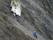 Tin quốc tế - Máy bay rơi ở Pháp: Một phi công 'bị nhốt ngoài buồng lái'