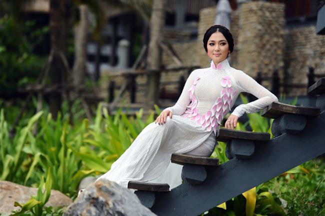 Hoa hậu Việt Nam 2004, Nguyên Thị Huyền được biết tới với nhan sắc mặn mà, tròn trịa theo đúng quan điểm thẩm mỹ của người Việt
