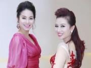 Làng sao - Á hậu Phạm Hương rạng ngời bên Quý bà Thu Hương
