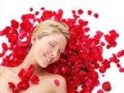 Làm đẹp - 5 cách trị mụn đầu đen đơn giản bằng nước hoa hồng
