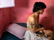 Eva Yêu - Bộ ảnh xót xa về cuộc đời bi kịch của phụ nữ chuyển giới