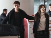 Vợ chồng Chae Rim quấn quýt không rời tại sân bay