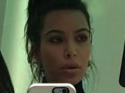 """Gương mặt """"lạ"""" của Kim Kardashian khiến fan giật mình"""