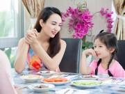 """Con gái HH Ngọc Diễm  """" đảm đang """"  vào bếp cùng mẹ"""