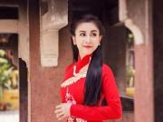 Hà Minh Ngọc duyên dáng lên chùa ngày đầu năm