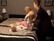 Làm mẹ - Clip mẹ mặc quần áo cho 4 con nhỏ siêu nhanh hút triệu lượt xem