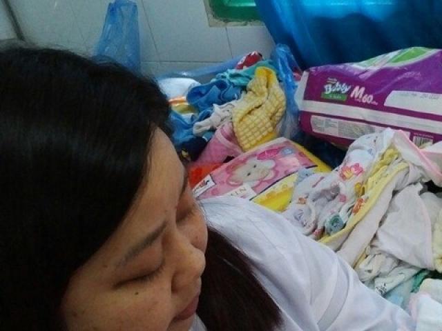 Cảm động chuyện các điều dưỡng chăm trẻ bị bỏ rơi tại bệnh viện