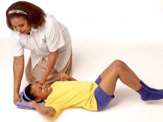 Cách sơ cứu người bị co giật, động kinh