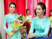 Ảnh đẹp Eva - Trương Hải Vân nền nã với áo dài xanh ngọc