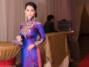 Hoa hậu Sương Đặng diện áo dài cung đình trên đất Mỹ