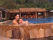 Hoa hậu Hương Giang âu yếm chồng tại bể bơi