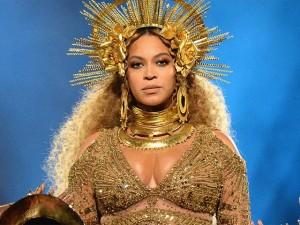 Đang mang song thai, Beyonce vẫn khiến cả thế giới thán phục vì lộng lẫy như nữ thần