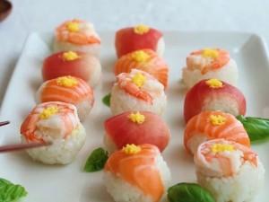 Sushi hình hoa tươi ngon đã miệng đãi khách tới chơi nhà