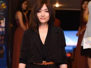 Tinna Tình mặt trầm buồn, lần đầu xuất hiện sau 8 tháng scandal với Dương Cẩm Lynh