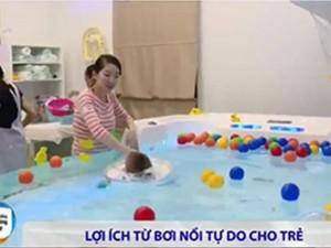 Video: Chưa biết đi nhưng trẻ vẫn có thể học bơi từ khi còn nhỏ
