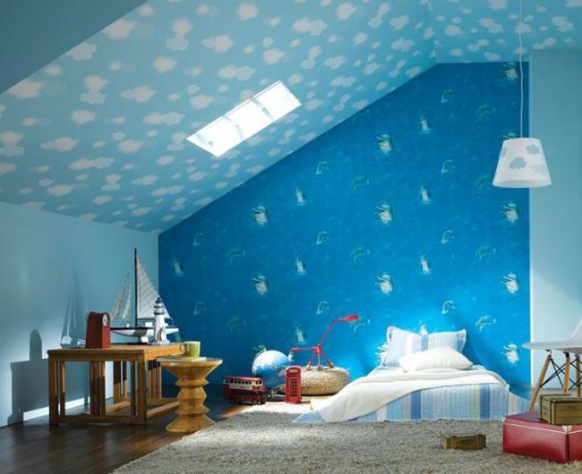 Xu hướng dùng giấy dán tường đang ngày càng được nhiều các phụ huynh chọn để tô điểm cho căn phòng của các bé.