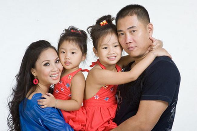 Chính thức thành vợ chồng từ năm 2004, Cẩm Ly và đạo diễn Hữu Minh đã có với nhau hai con gái cực kỳ đáng yêu và lém lỉnh.