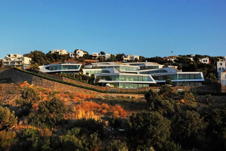 Khu biệt thự tuyệt vời này nằm bên bờ biển Bodrum, nước Thổ Nhĩ Kỳ, nó vừa được hoàn thành trong năm 2012 vừa qua.