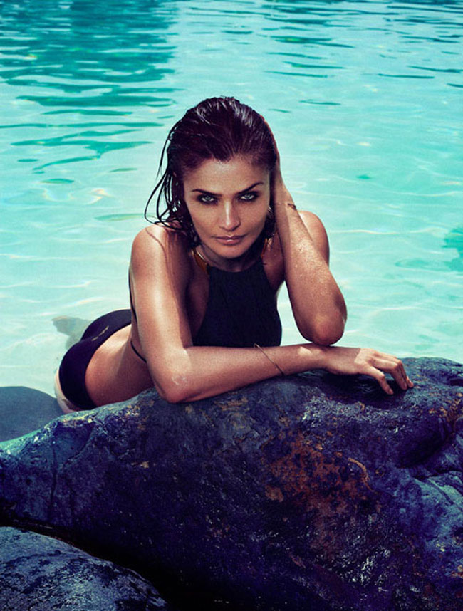 Helena Christensen là thiên thần đình đám một thời của hãng đồ lót Victoria's Secret, bà là người mẫu kiêm nhiếp ảnh gia xuất thân từ ĐanMạch.