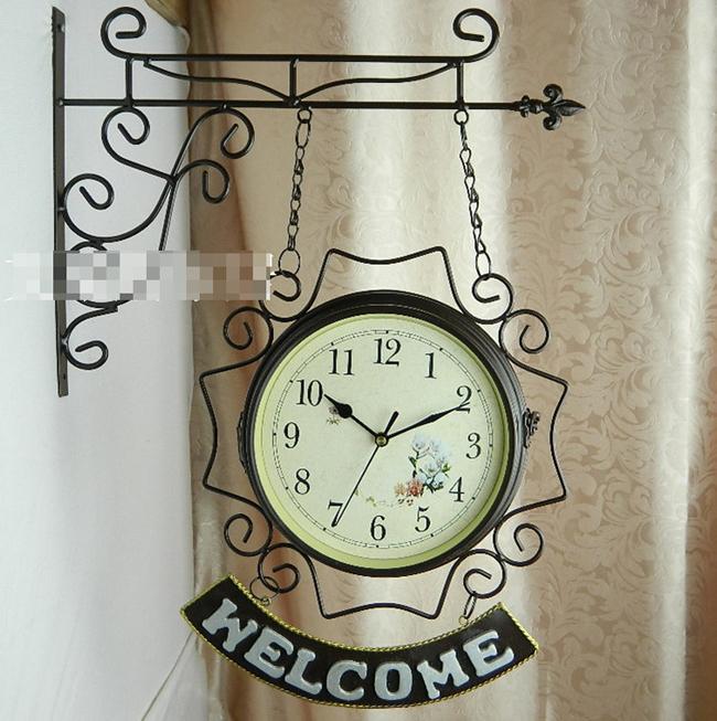 Những chiếc đồng hồ treo tường bằng giá treo thế này có xuất xứ từ châu Âu, nó mang đến một sự thú vị nho nhỏ cho không gian nhà bạn.