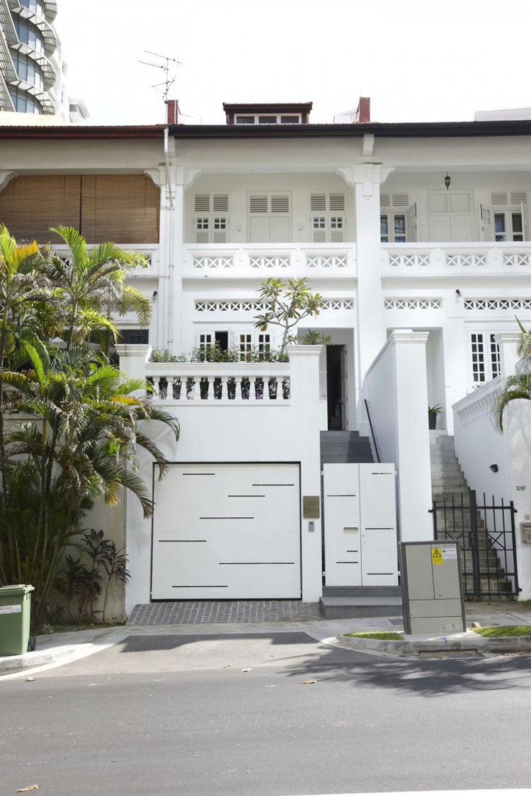 Ngôi nhà màu trắng này nhìn bề ngoài thì không có gì nổi bật lắm...