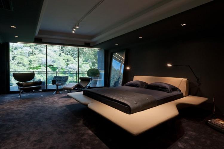 Phòng ngủ với tường đen, thảm đen, giường đen còn mang tới cảm giác u ám hơn phòng khách nhiều.