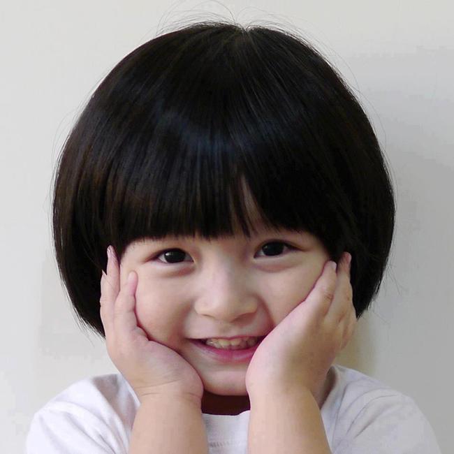 Đôi mắt biết cười của cô bé khiến người lạnh lùng nhất cũng ấm lòng!
