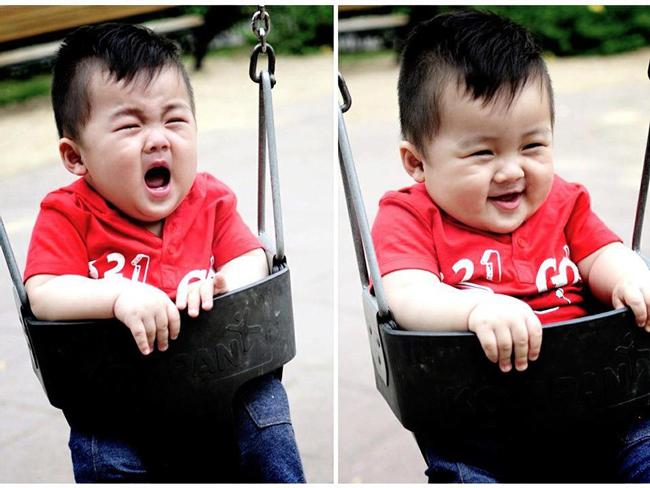 Nhìn cậu bé khóc, cười đều đáng yêu