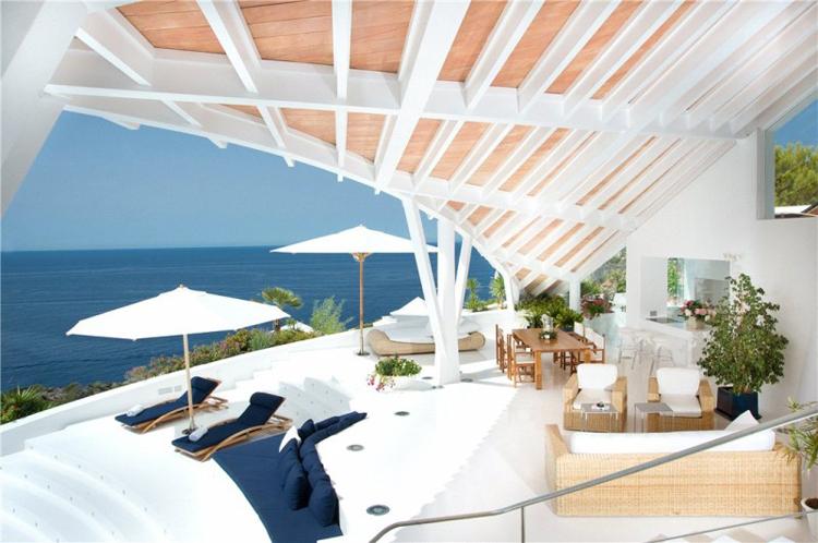Hè này bạn đã đi nghỉ mát chưa? Nếu sống trong biệt thự giá 10 triệu Euro này, ngày nào của bạn cũng là những ngày nghỉ mát thư giãn sảng khoái.