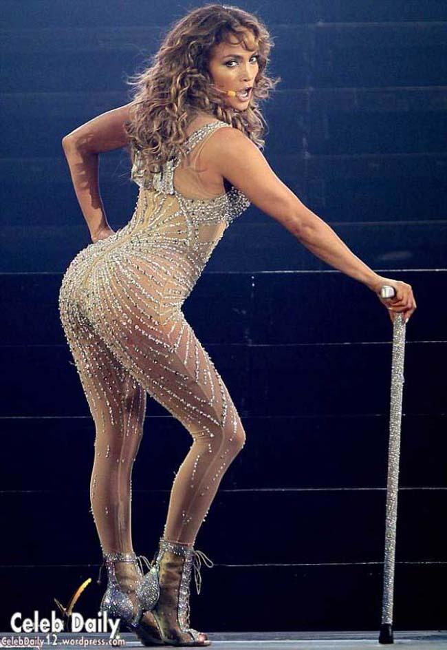 Ngoài giọng ca tuyệt vời, gương mặt xinh đẹp - cá tính, Jennifer Lopez còn khiến fan chao đảo bởi thân hình đồng hồ cát quyến rũ, nóng bỏng hàng đầu làng nhạc US-UK.