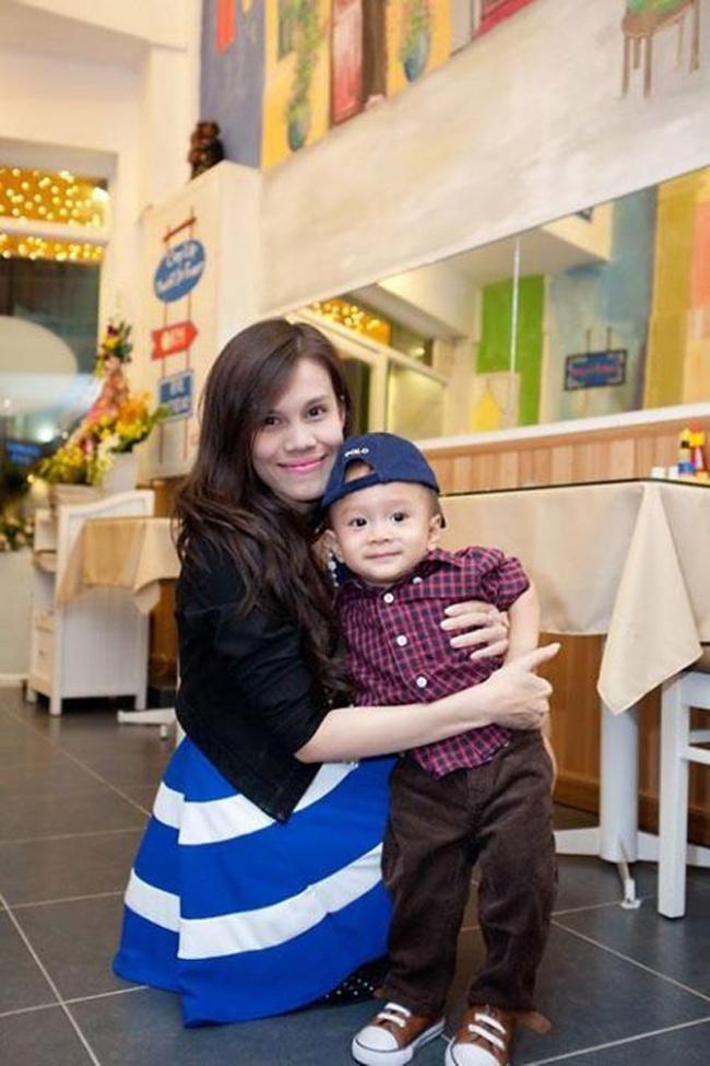 Sau vụ 'lùm xùm' cách đây một năm giữa 'búp bê' Thanh Thảo và cha của bé -Ngô Kiến Huy, hiện Jacky Minh Trí đang sống cùng với mẹ.
